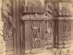 Close view of two sculptural niches south of the statue of Karttikeya, on the façade of the sanctuary of the Rajalinga Temple, Bhubaneshwar